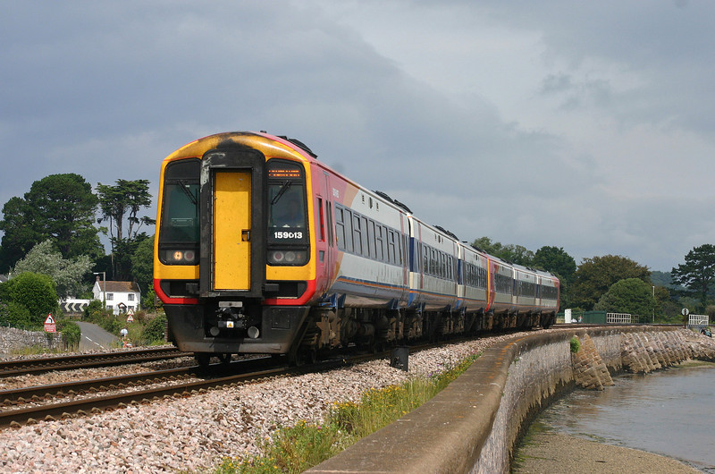 159013/159019, westbound, Cockwood, near Starcross, 31-7-05.