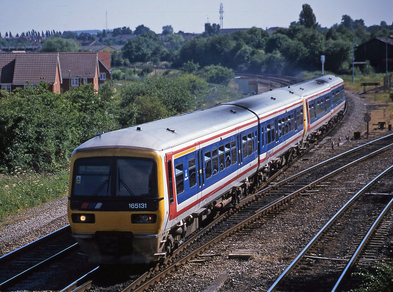165131/165121, down, Didcot North Junction, 19-6-01.