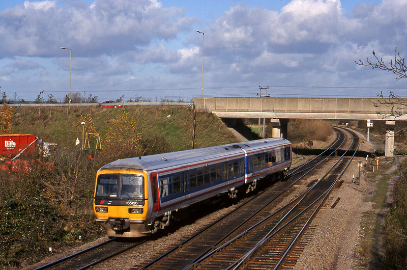 165126, down passenger Didcot North Junction, 10-11-98.