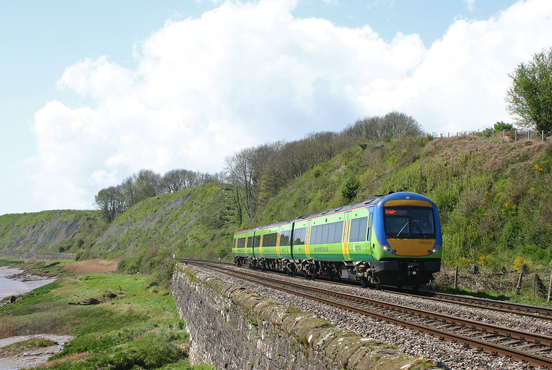 170630, 11.45 Cardiff Central-Nottingham, Gatcombe, near Lydney, 22-4-04.