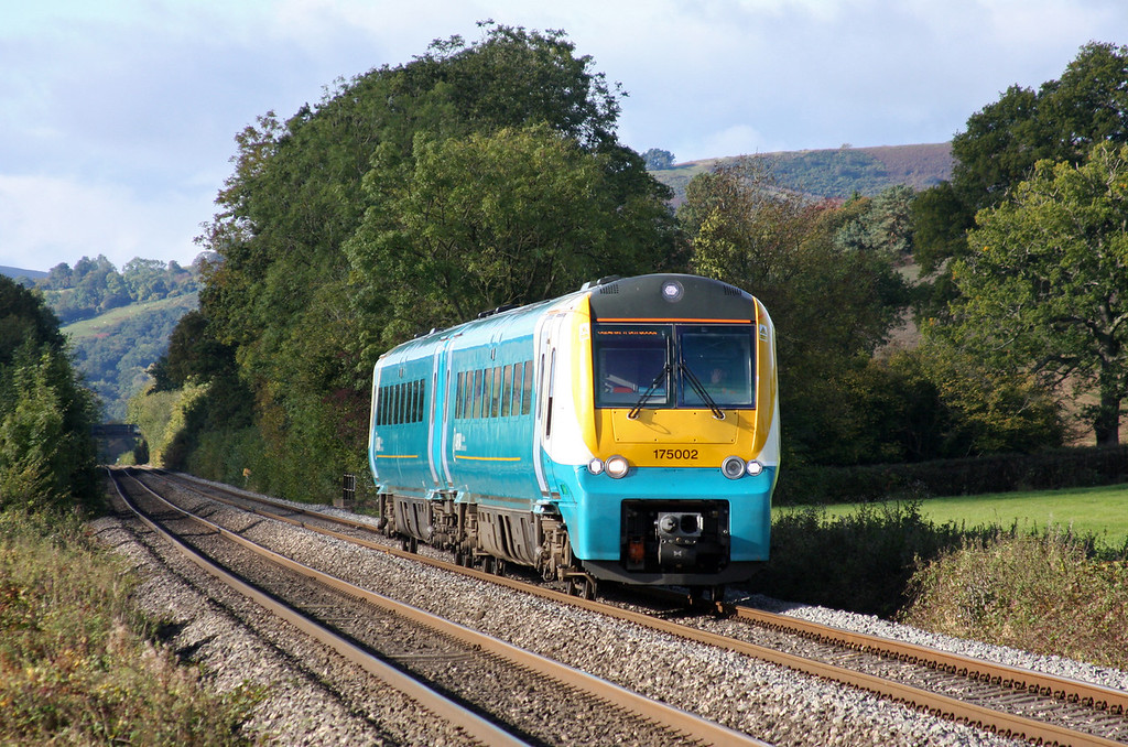 175002, northbound, Llancillo, near Abergavenny, 13-10-12.