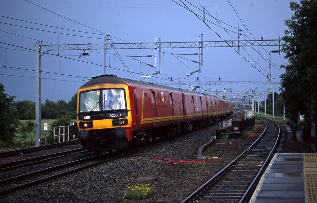 325003/325008, 13.44 London-Warrington, Tamworth Low Level, 10-6-03.
