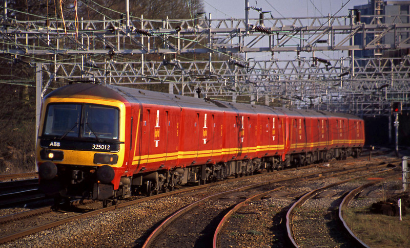 325012/325001, 15.44 London-Warrington, Rugeley Trent Valley, 8-4-03.