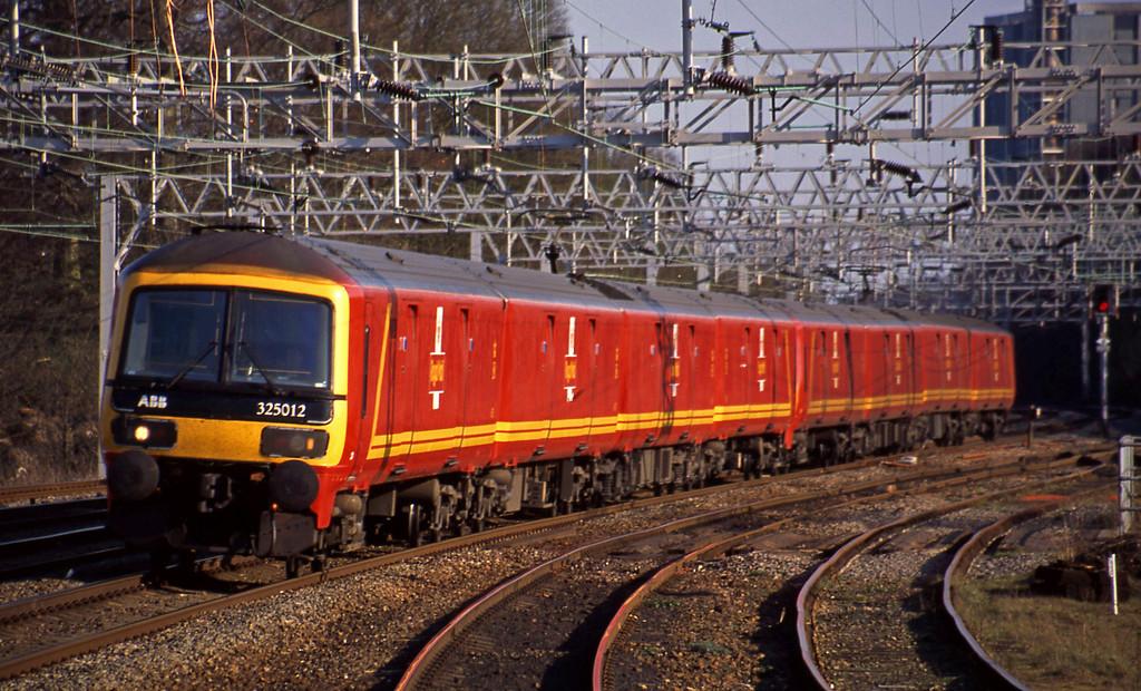 325012/325001, 15.44 London-Warrington, Rugeley Trent Valley, 8-4-03.