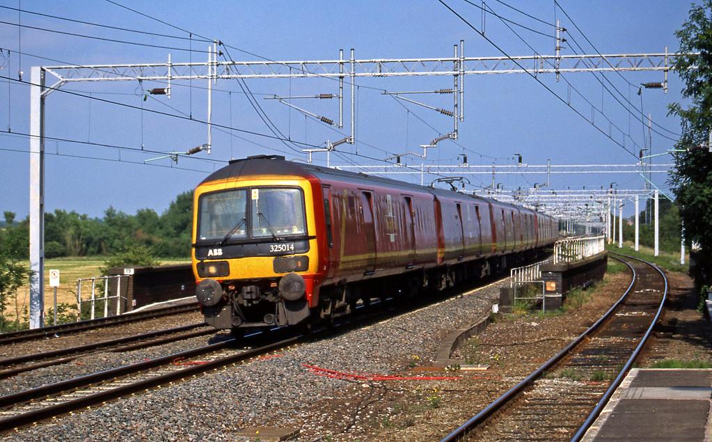 325014/325012, London-Warrington, Tamworth Low Level, 24-6-03.