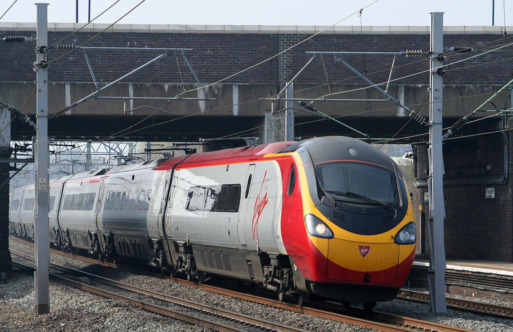 390, London-bound, Tamworth Low Level, 27-3-07.
