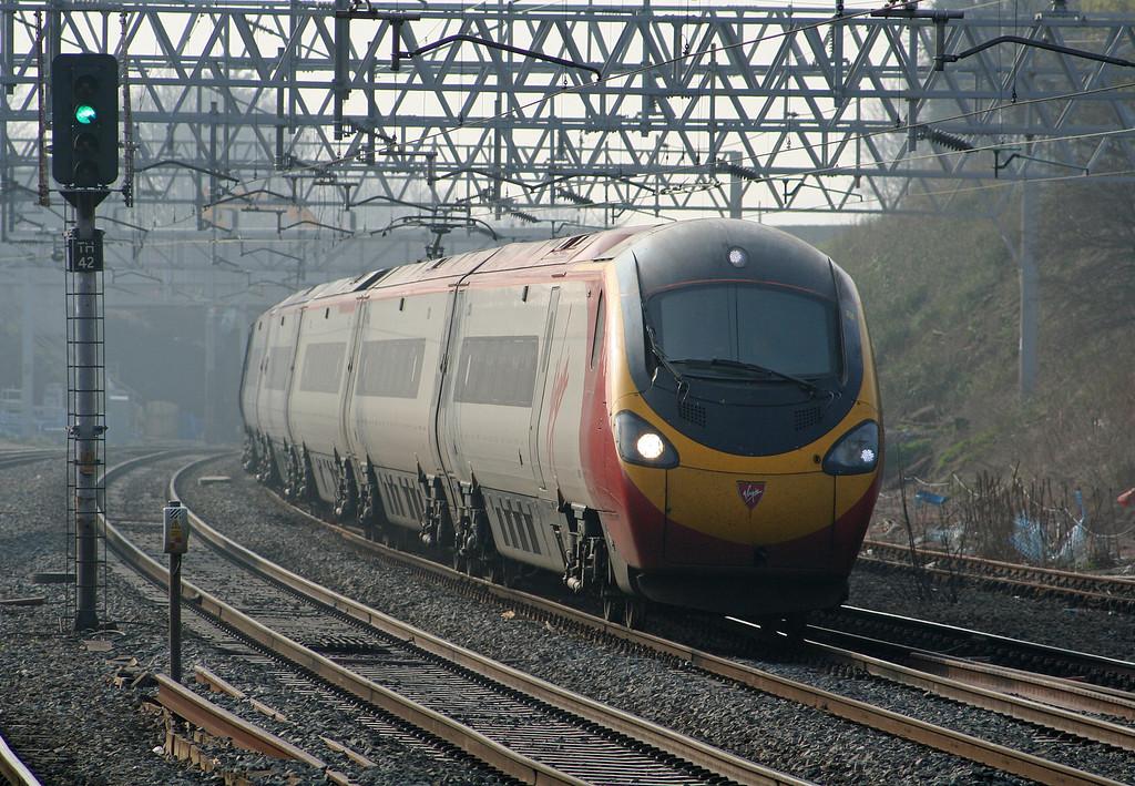 390026, London-bound Tamworth Low Level, 27-3-07.