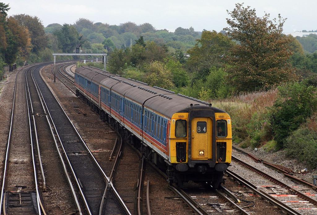 1881/3466, southbound, Worting Junction, near Basingstoke, 29-9-04.