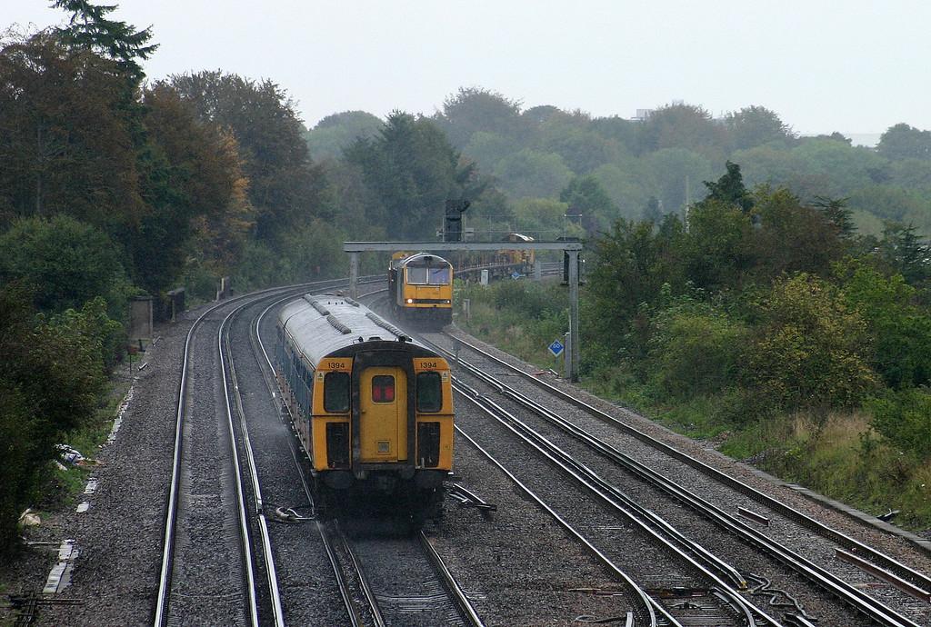 1394, eastbound, Worting Junction, near Basingstoke, 29-9-04. 60032, 09.40 Hoo Junction-Eastleigh Yard.