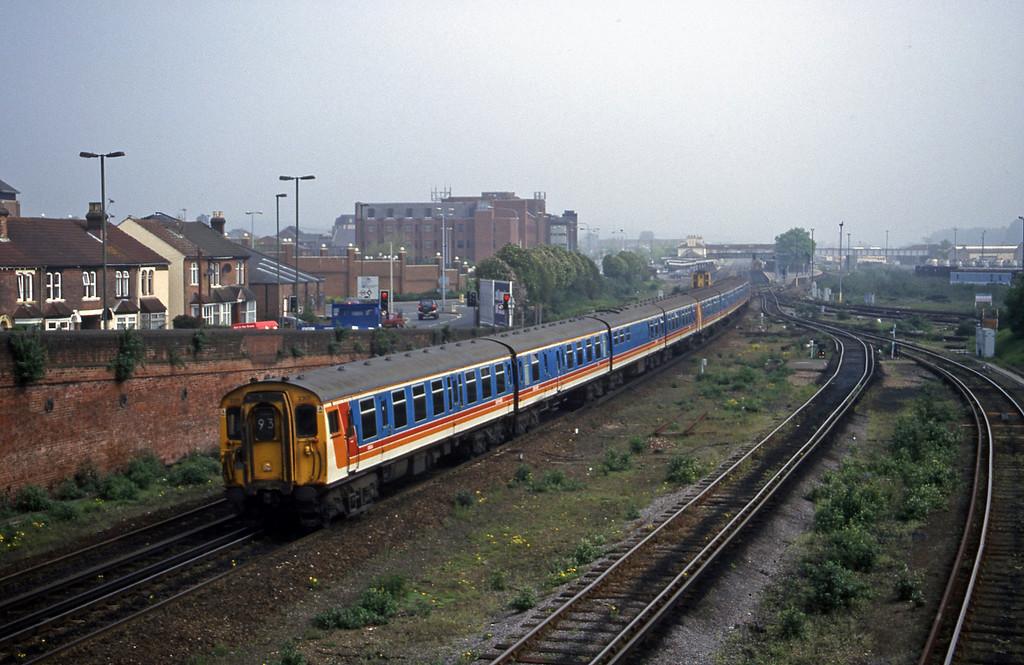 2301/1581, down, Eastleigh, 9-5-00.