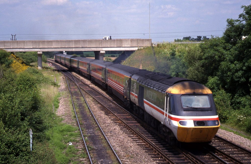 43007/43098, 06.20 Edinburgh-Bournemouth, Didcot North Junction, 15-6-99.