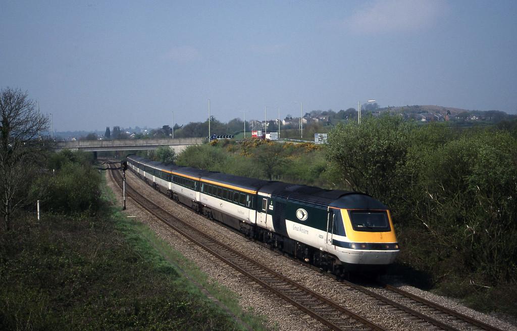 43034/43177, 10.30 Swansea-London Paddington, Brynna, near Bridgend, 27-4-99.