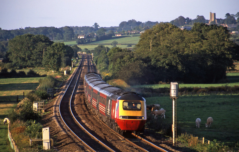 43078/43102, 08.15 Aberdeen-Plymouth, approaching Tiverton Parkway, 15-8-02.