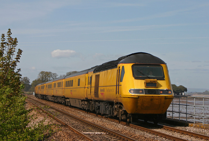 43062/43014, westbound, Powderham, near Starcross, 23-4-04.