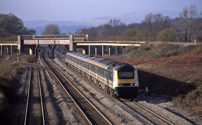 43145/43132, Swnasea-London Paddington, Llandevenny, near Llanwern, 12-11-02.