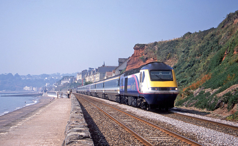 43021/43040, 08.34 Penzance-London Paddington, Dawlish, 9-8-03.