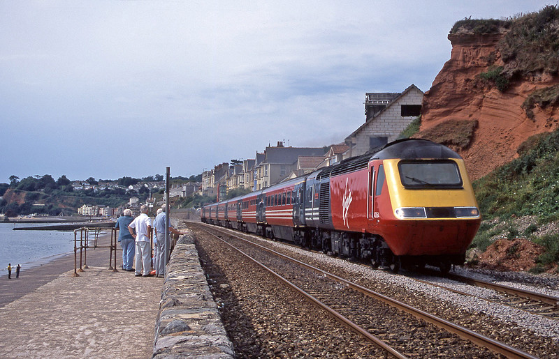 43154/43068, 09.18 Penzance-Edinburgh, Dawlish, 13-8-03.