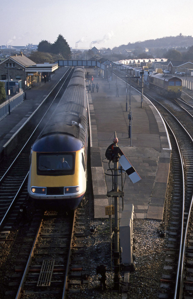 43137/43027, Penzance-London Paddington, Par, 18-3-03. 66235, Goonbarrow-Fowey, held.