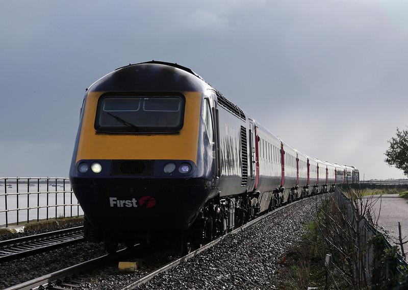 43026/43, 08.44 Penzance-London Paddington, Powderham, near Starcross, 26-11-09.