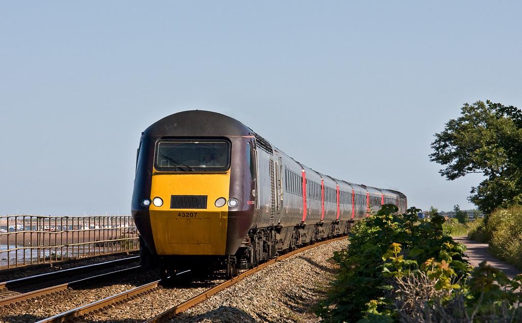 43207/43304, 16.37 Paignton-Leeds, Powderham, near Exeter, 17-6-17.