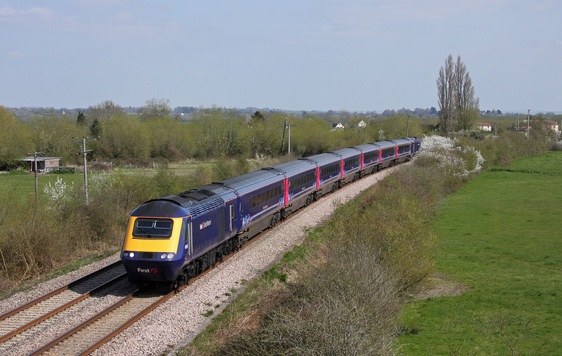HST, 12.18 London Paddington-Taunton, Oath, near Langport, 16-4-10.