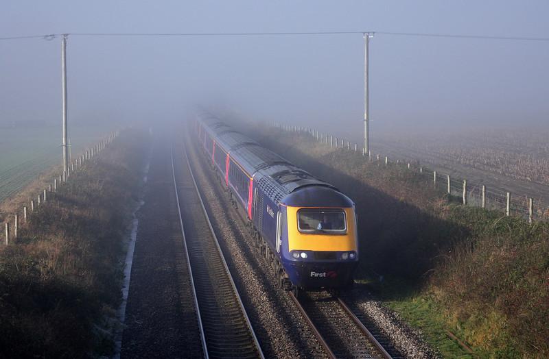 HST, 05.41 Penzance-London Paddington, Manningford Bruce, near Pewsey, 16-11-10.