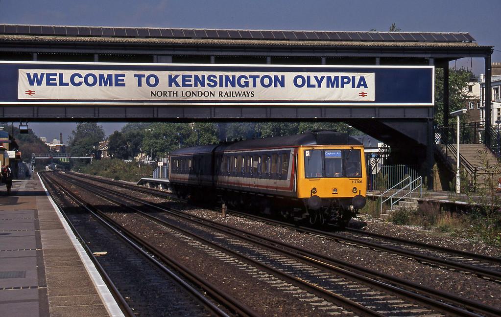 117706, Willesden Junction-Clapham Junction shuttle, Kensington Olympia, 22-9-95.