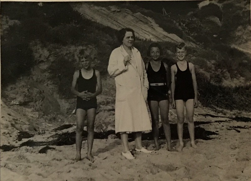 Donald Baxter, Jr, Delia Baxter (I think) , Jane Baxter (Aunt Jane) and a friend