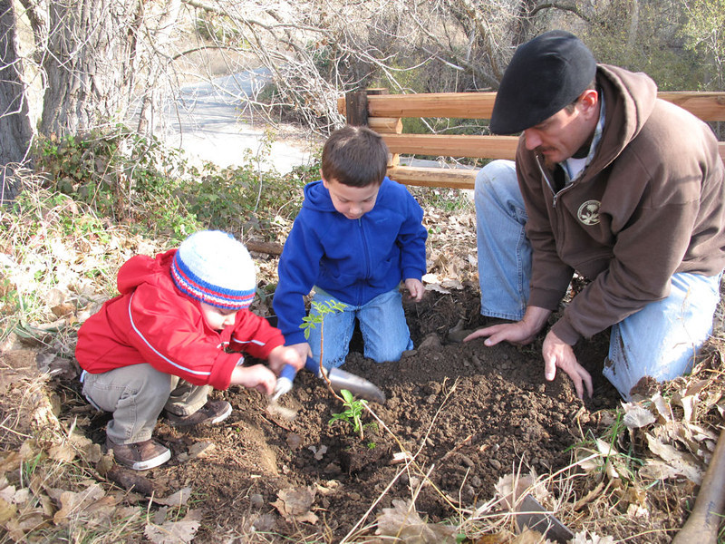Planting a blue elderberry at Marsh Creek<br /> [This is the only photo Heath sent]
