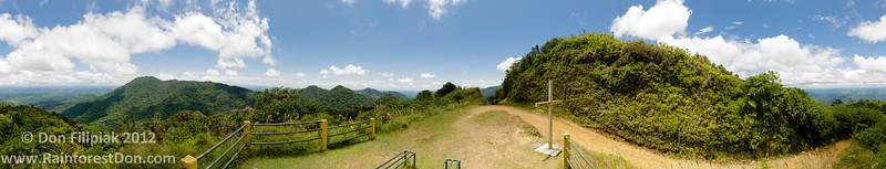 360° view of both coasts from the mirador in Parque Nacional Omar Torrijos, El Cope, Panama