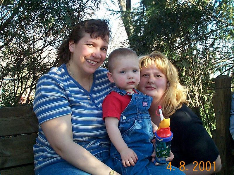 Angie, Jack & Lisa D 01 04-08-01