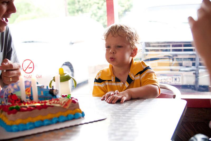 06 11 10 Titus's 3rd Birthday-7829