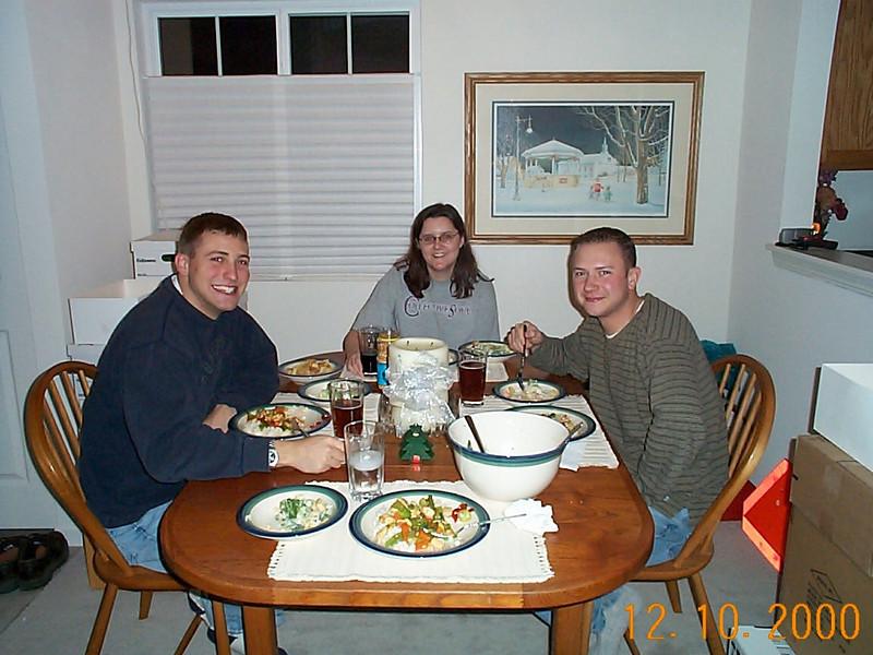 BRIAN, LISA & DAVE DINNER 12-10-00