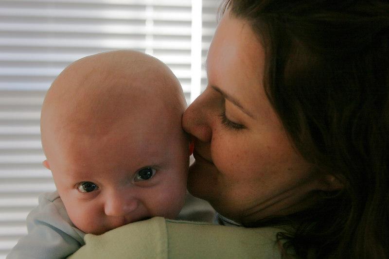01 01 07 Jonah & Mommy (4) lighten