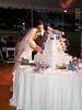 Laura & Dan cutting the cake 02