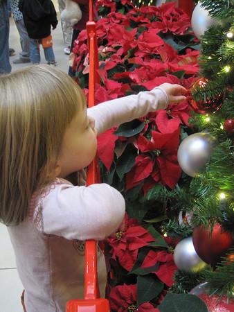 Hailee meets Santa 2011