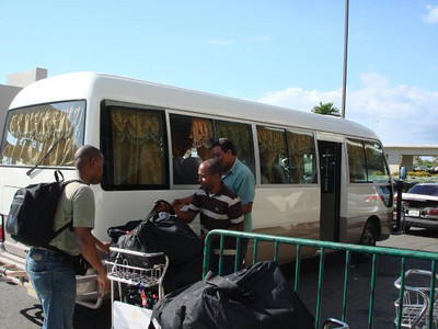 Arriving in Santo Domingo, that's in Dominican Republic. Saapuminen Santo Domingoon, Dominikaanisen tasavallan puolella saarta.