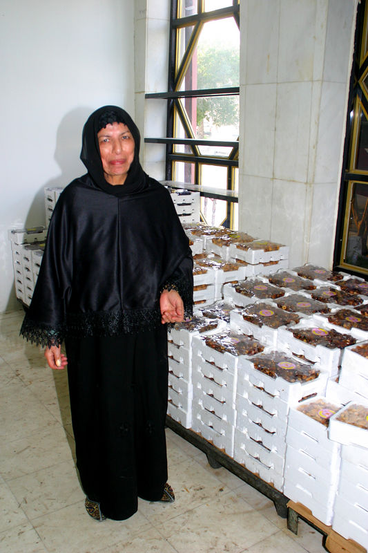 Mummy at the date packing factory.  There were many different types of dates there to taste and buy.  I never knew there was that much variation in dates.