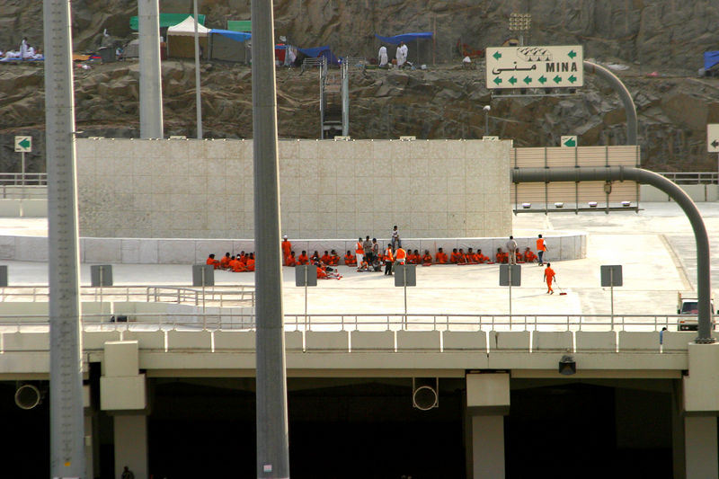 The cleaning crews at the jamarat before the stoning had begun.