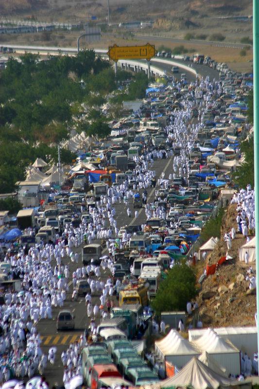 The main avenue winding through Arafat.