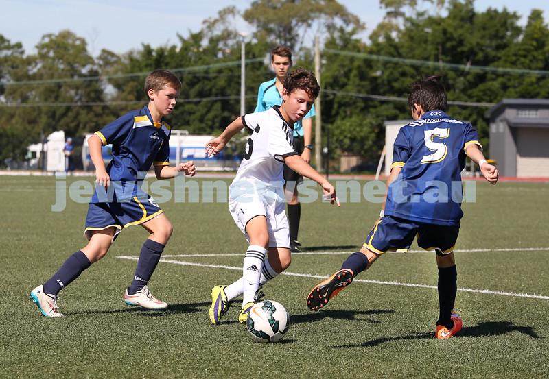 U12 Soccer at Hensley Athletic Field. Hakoah (white) vs Central Coast (blue).