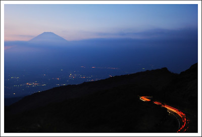 A 6 second exposure from Hakone Skyline.