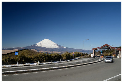 A breach in the bamboo walls gave us a view of the road, toll gate and Fuji