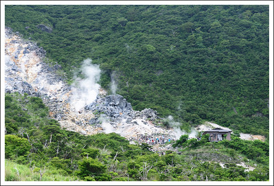The boiled egg shop seen from the hiking trail.
