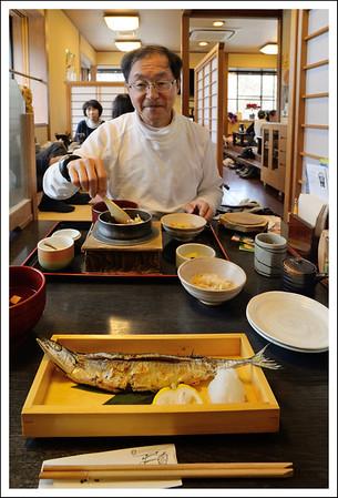 Seishi got some discount coupons for a restaurant in Sengokuhara.  He had kamameshi and I had yakizakana.