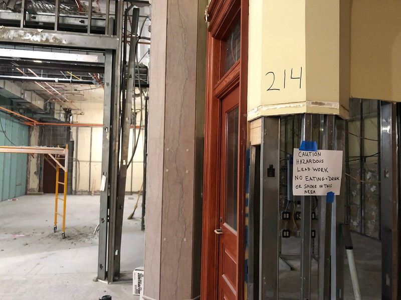 A handwritten sign advises workers on the second floor of Hale Library on May 17, 2019. (Dene Dryden | Collegian Media Group)