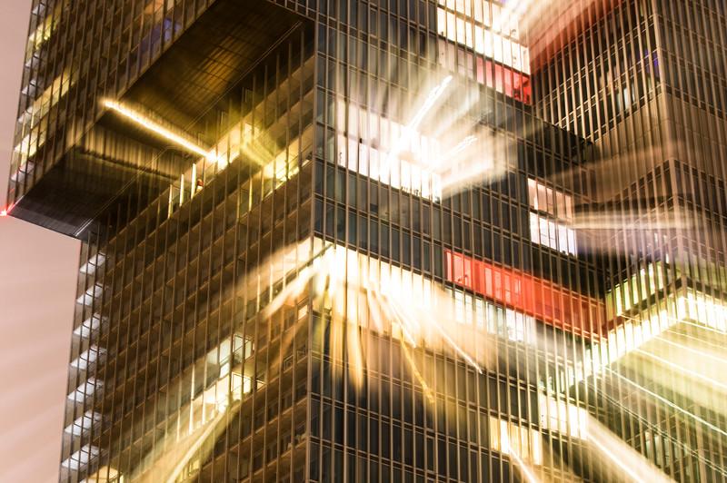 Fotograaf: Joost van Alkemade. Nachtfoto op de Kop van Zuid in Rotterdam