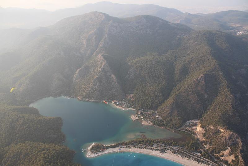 Ineke Schraage. Paragliding in Oludeniz, Turkije. Ondanks hoogtevrees een onvergetelijke ervaring