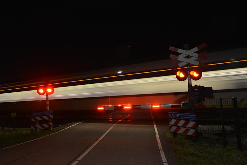 Fotograaf: Bert Bosch. trein flitst voorbij
