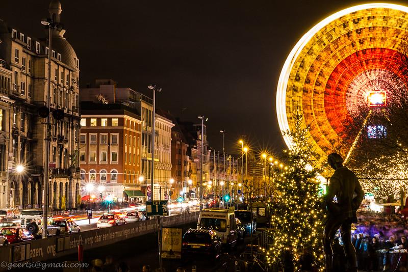 Fotograaf: Ivan Geerts. Nacht opname in Antwerpen, toestel op betonnen paal laten rusten en zie foto